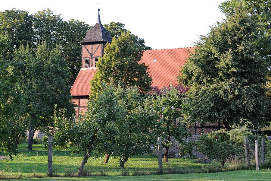 Krugsdorf - Dorfkirche im Grünen