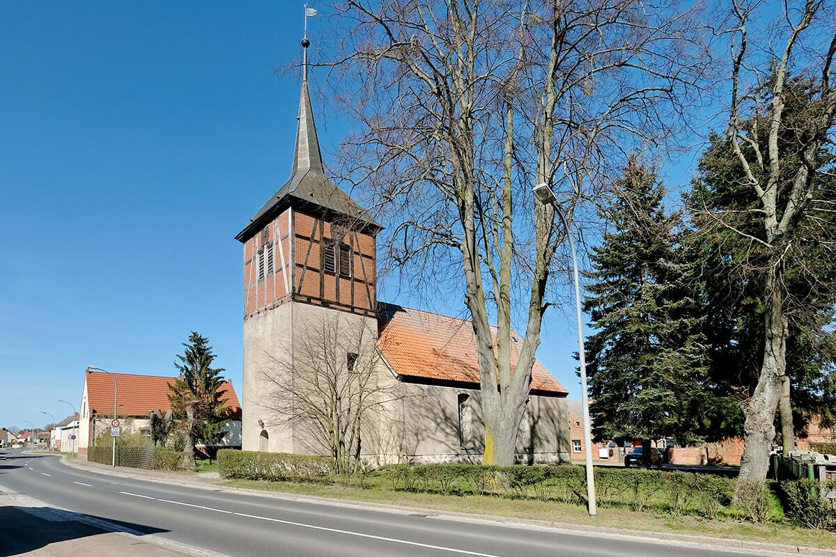 Jatznick - Ein typisches Straßendorf mit Blick aif die Dorfkirche