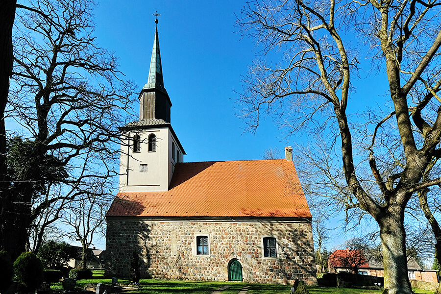 Groß Luckow - Dorfkirche