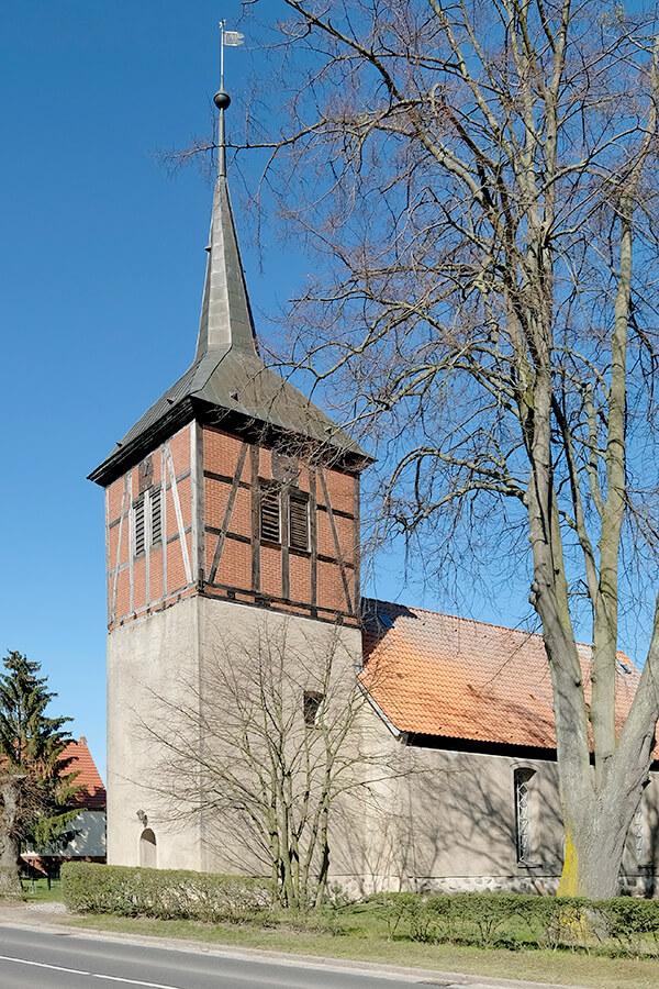 Jatznick - Dorfkirche von der Straßenseite