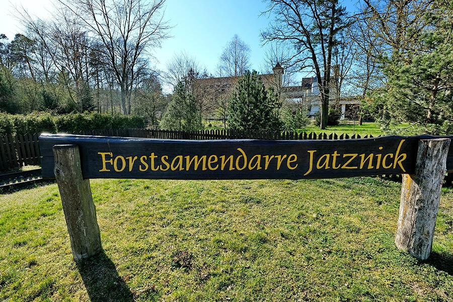 Jatznick - Die Forstsamendarre Schild