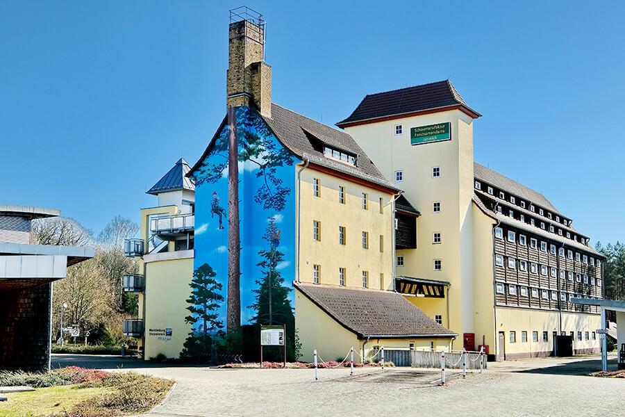 Jatznick - Die Schaumanufaktur Forstsamendarre mit kunstvoll bemalter Ansicht
