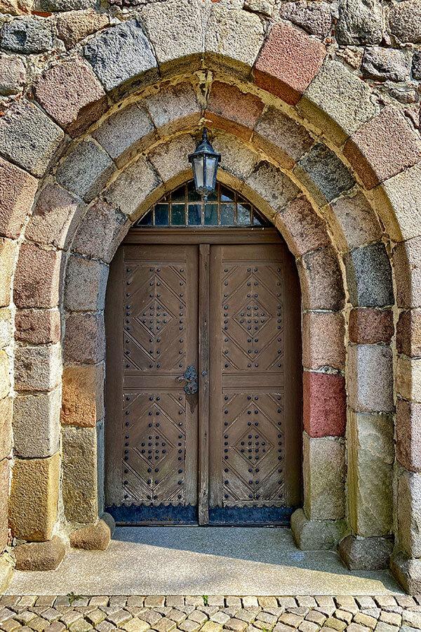 Fahrenwalde - Dorfkirche Eingangstür aus Holz genietet und verziert