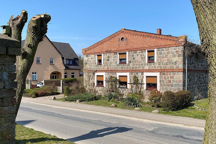 Fahrenwalde - Feldsteinhaus im Dorfzentrum