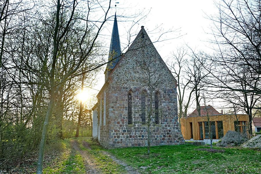 Rollwitz - Feldsteinkirche mit dem neuen Gemeinschafts- und Begegnungshaus