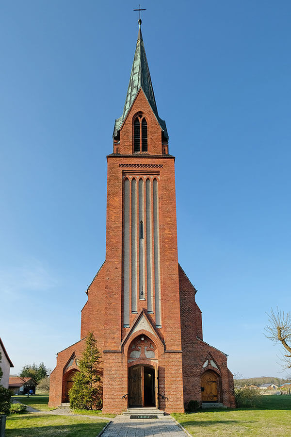 Viereck - Katholische Kirche Mariä Geburt - Eingang Westturm
