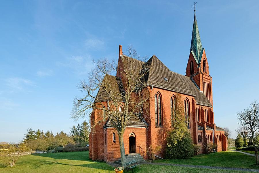 Viereck - Katholische Kirche Mariä Geburt - hinten
