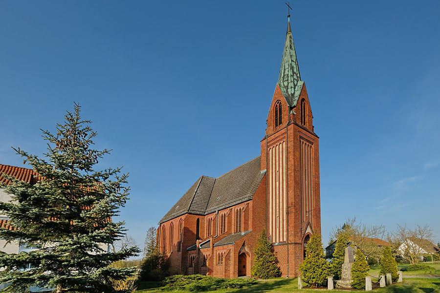 Viereck - Katholische Kirche Mariä Geburt - Seitenansicht