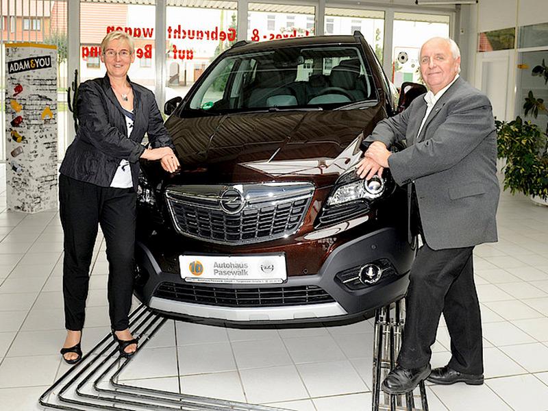 10.10.2015 - Firmenjubiläum Opel Autohaus Pasewalk - Sigrid Grund und Helmut Nordhaus